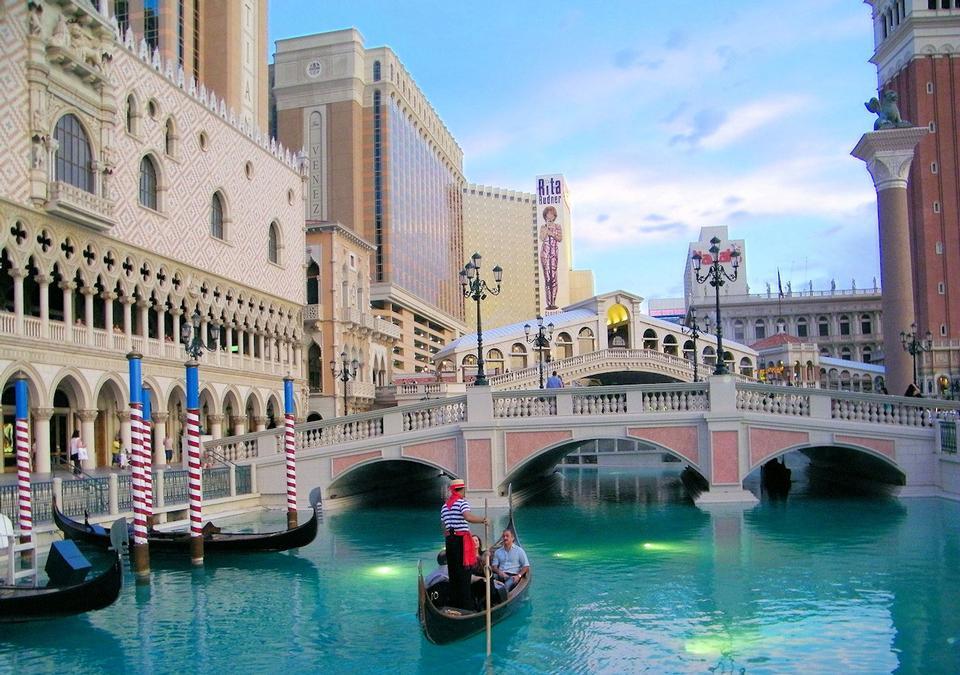 Free Gandola Venetian Hotel Las Vegas