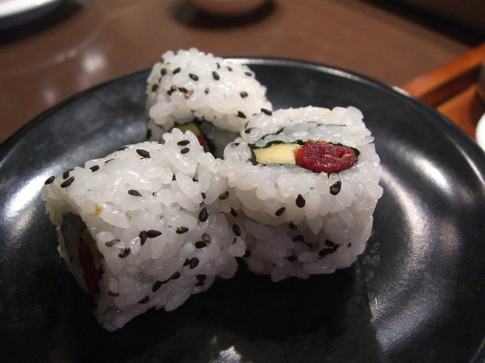 Free Sundried Tomato and Avocado Sushi Roll