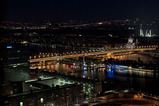 Free empire bridge vienna night danube copa cagrana
