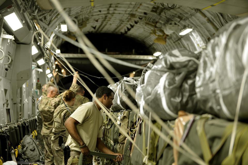 Free Holding Down Cargo in a C-17 Globemaster III