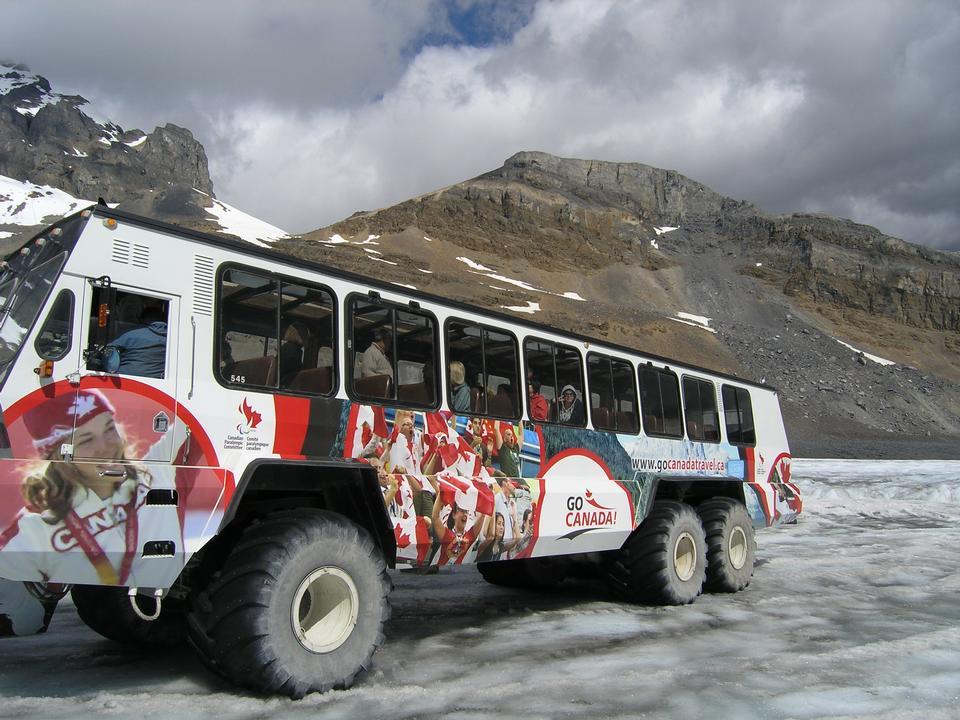 Free Snow coaches on Athabasca Glacier