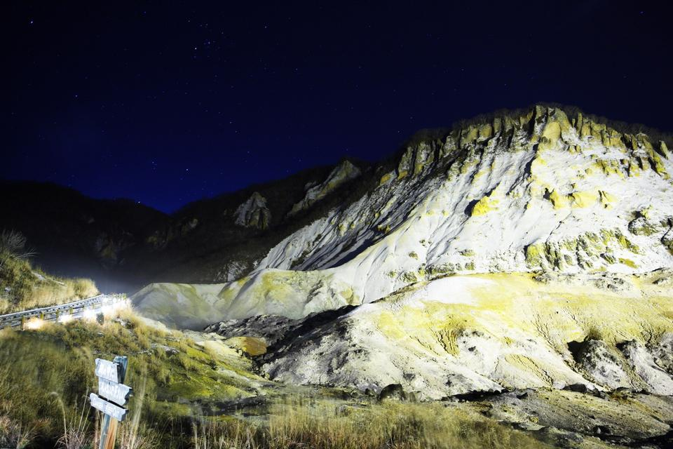 Free Night Scenery of the Winter of Hell Valley