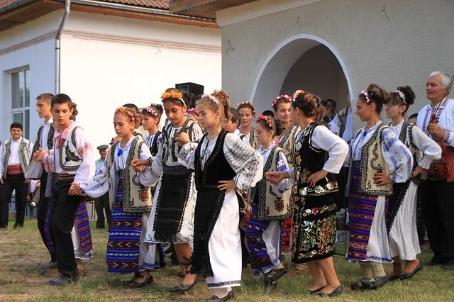 Free children dancing ensemble folk gorj izvorasul