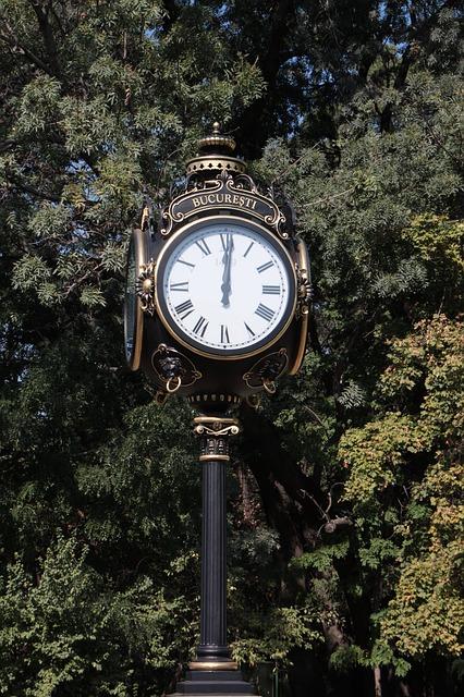 Free art bucharest clock four gold herastrau leaf