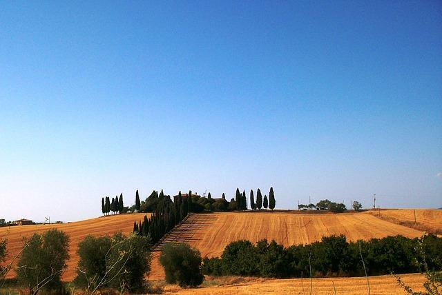 Free tuscany landscape house blue sky cypress