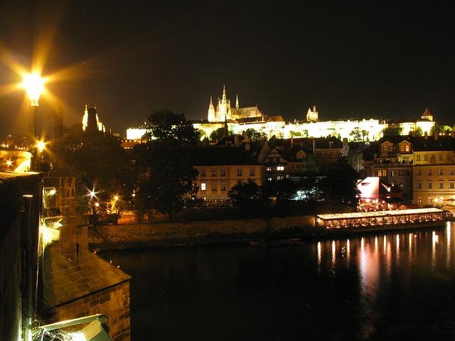 Free prague praha castle night night photo lantern