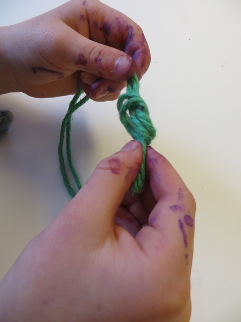 Free child's hand knot yarn art