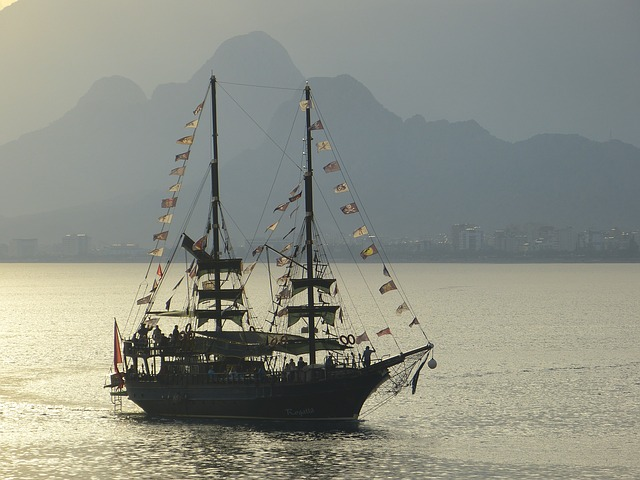 Free mast dew canvas sailing vessel sailing boat ship