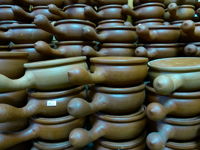 Free clay pot earthen brown clay fragile sound potters