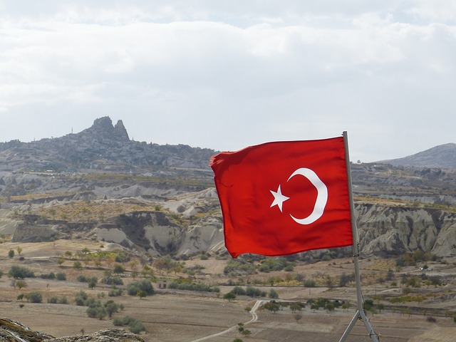 Free flag turkey uchisar cappadocia blow crescent