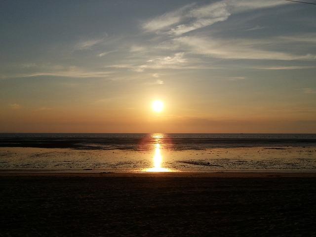 Free solar glow beach