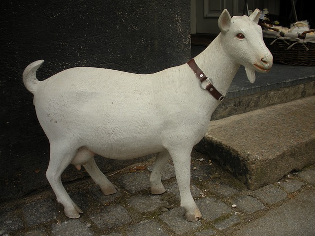 Free shop decoration painted plaster figure goat white