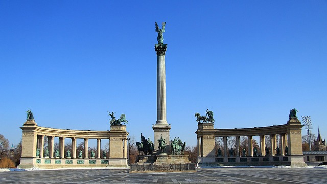 Free budapest heroes ' square sunlight