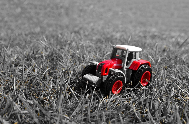 Free red tractor toy model grass season light effect