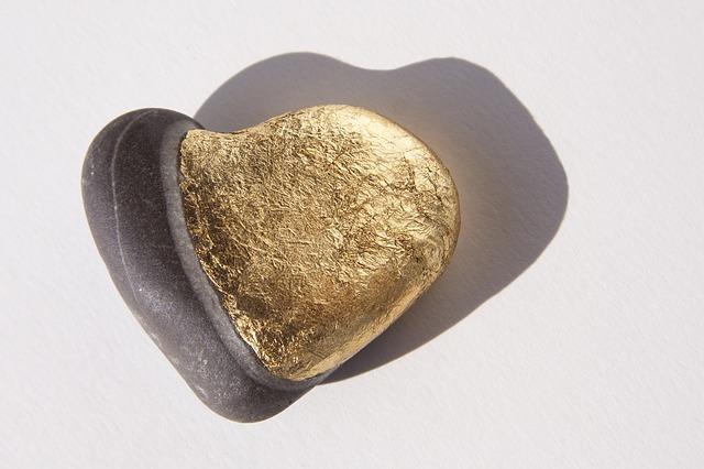 Free heart love luck stone heart gilded platt gold