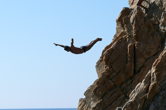 Free acapulco la quebrada rock jumping into water water