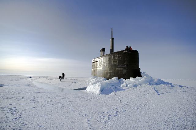 Free arctic ocean submarine us navy through the ice