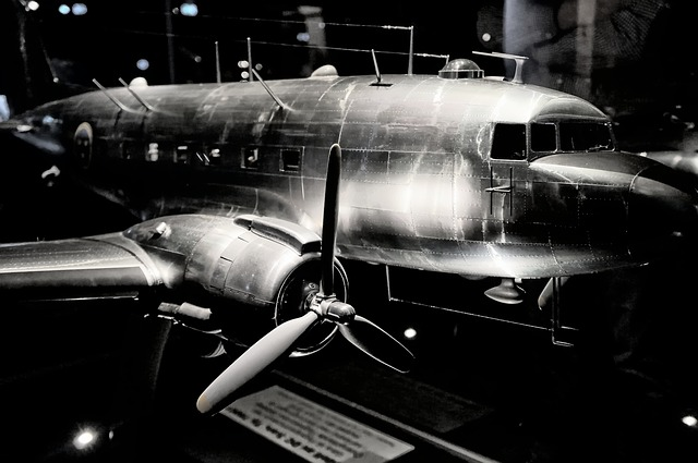 Free black white dc 3 aircraft old classic