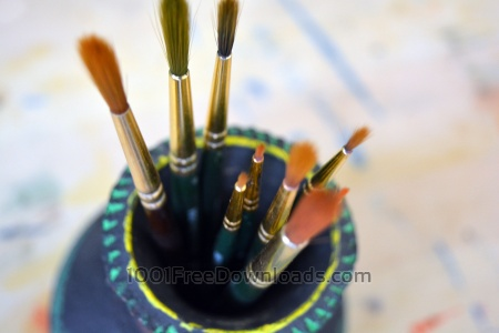 Free Art Brushes inside container