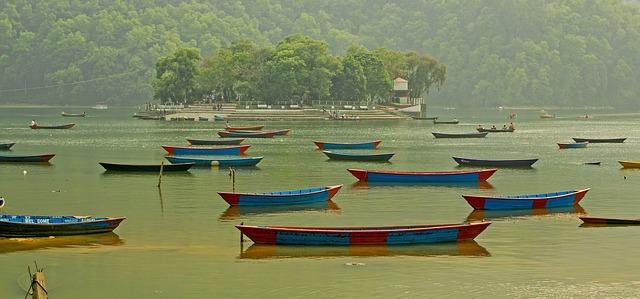 Free boats see island