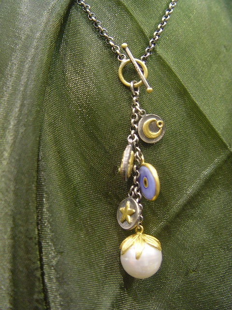 Free jewelry pearl amulet