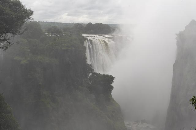 Free victoria falls spray travel