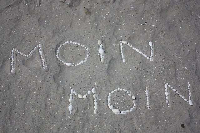 Free mussels greeting white stones text beach sand