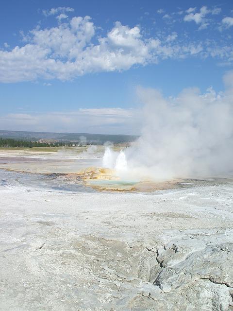 Free yellowstone old faithful geyser hot spring america