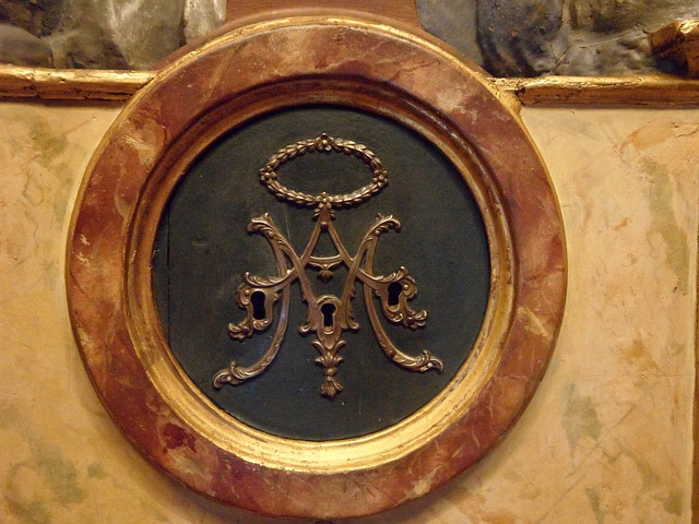 Free marble closed completed key hole decorated