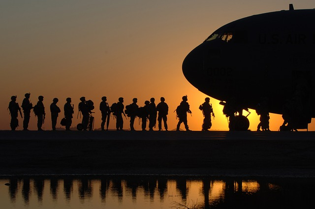 Free                us army soldiers army men waiting aircraft