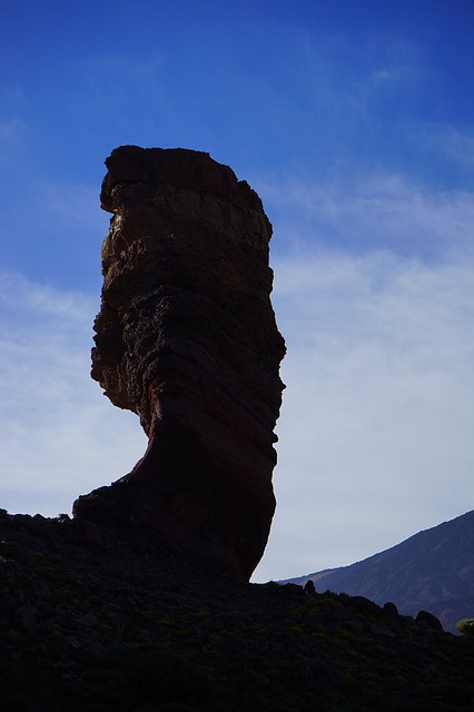 Free roque cinchado stone tree finger of god rock tower