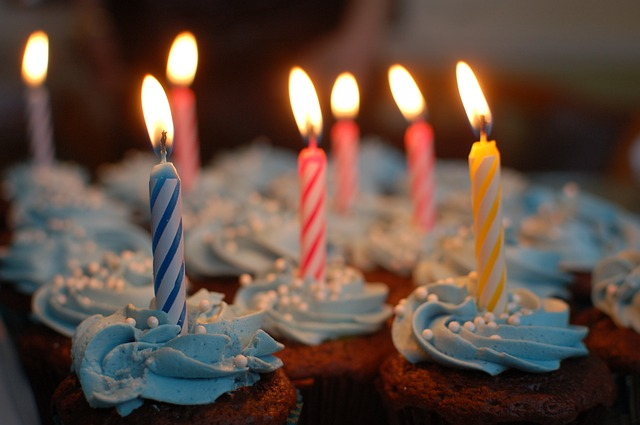 Free cupcakes birthday candles