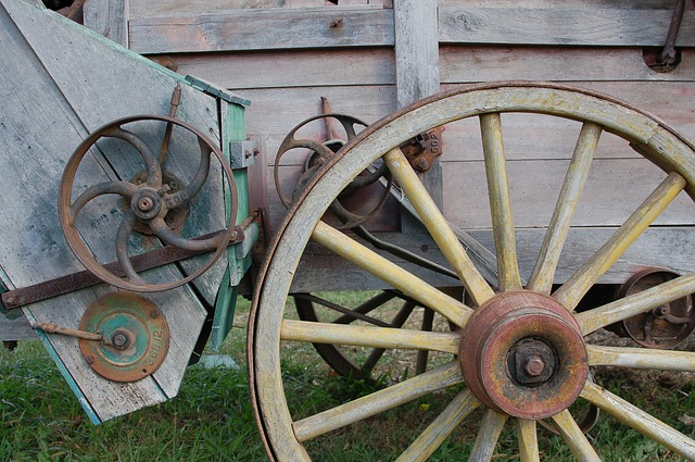 Free wagon wheel wood rustic antique vintage