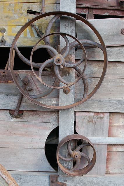 Free wagon wheel antique vintage gear cog