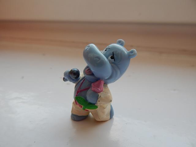 Free toy hippo kinder surprise kinder egg singer