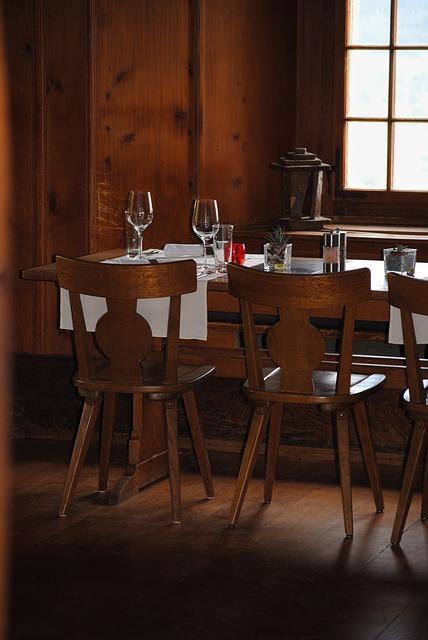 Free guest room restaurant rustic gedeckter table