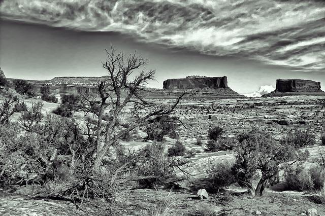 Free dramatic spooky desert landscape b w rock