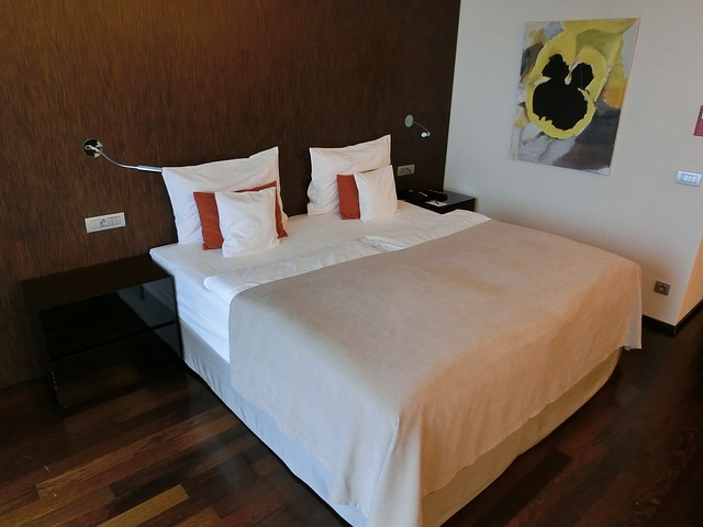 Free bed hotel pillow bedroom