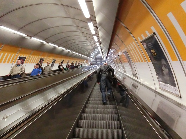 Free prague metro escalator