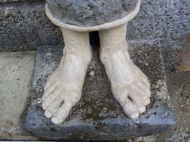 Free feet sculpture barefoot