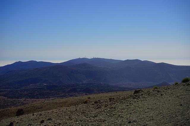 Free outlook mountain hike observatorio del teide