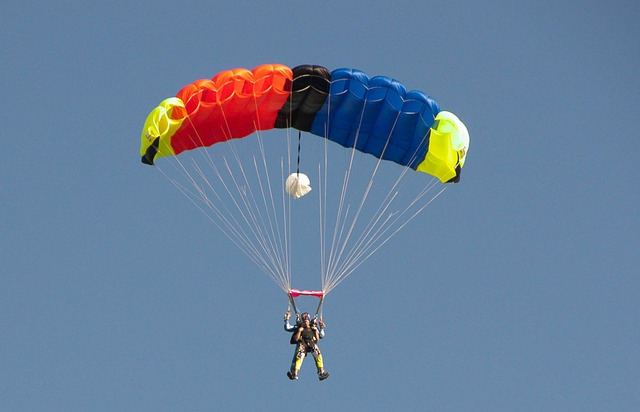 Free skydiver parachute skydiving parachuting extreme