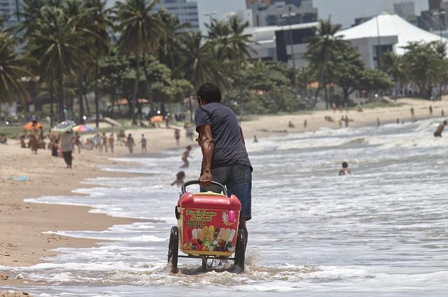 Free work beach seller on wheels popsicle joão pessoa