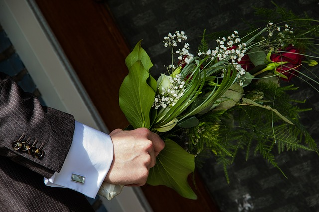 Free flowers bouquet ring the bell surprise wedding
