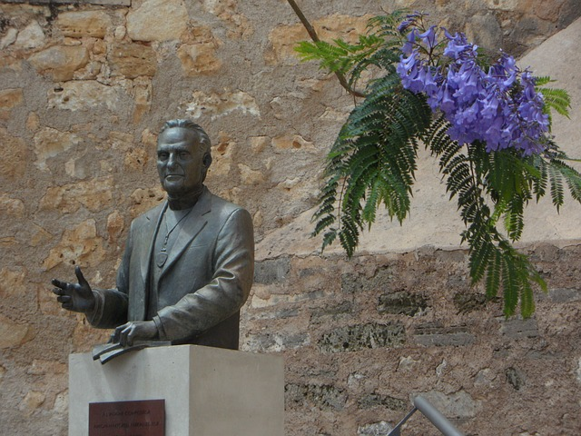 Free sculpture famous personality son of the city algaida