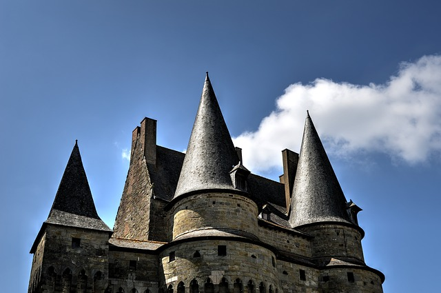 Free castles fortification fortified middle ages