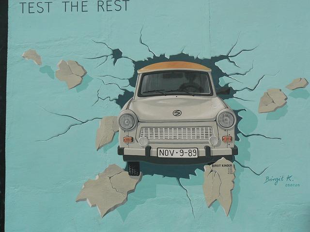 Free wall berlin art car painting street berlin wall