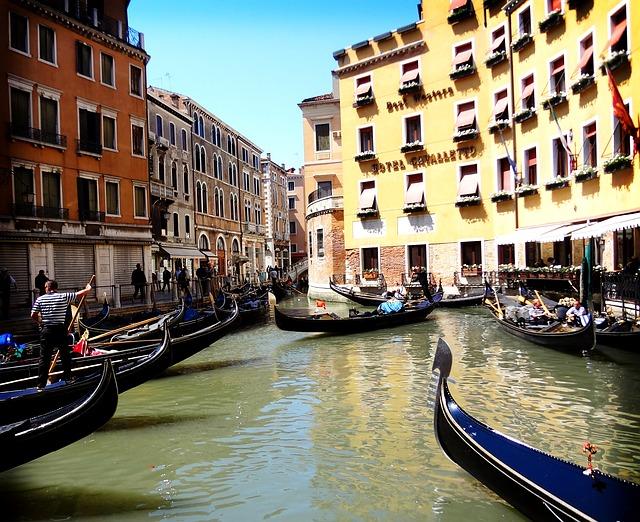 Free venice italy gondola