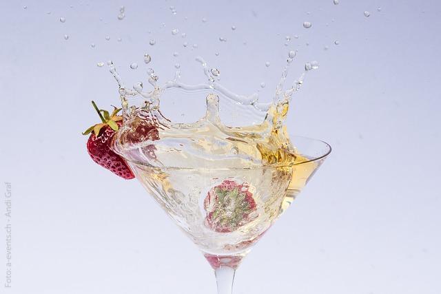 Free drink sparkling berry strawberries refresh