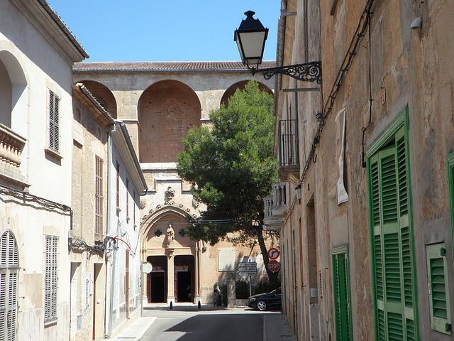 Free cityscape petra mallorca city view old town